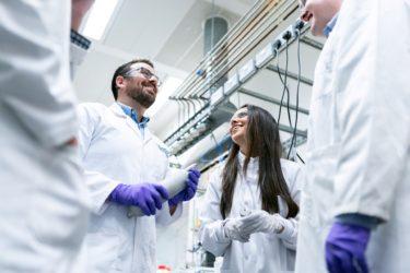 【2020年版】化学・素材メーカーの就職偏差値ランキング(難易度)を解説するぞ!!